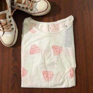 Tops - Plain white tee with pink diamond 💍💎💎